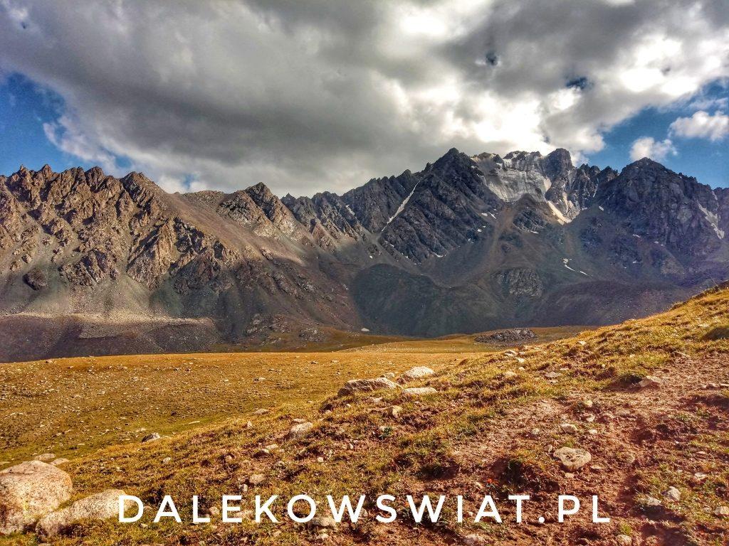 Treking nad jezioro Ala Kul w Kirgistanie