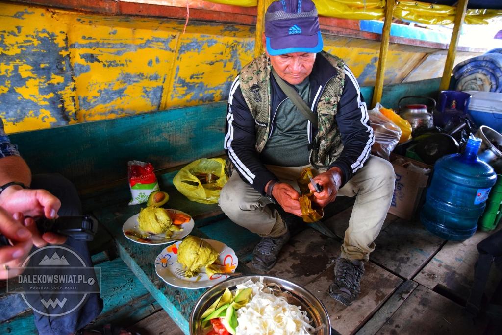 Przygotowywanie jedzenia na łodzi
